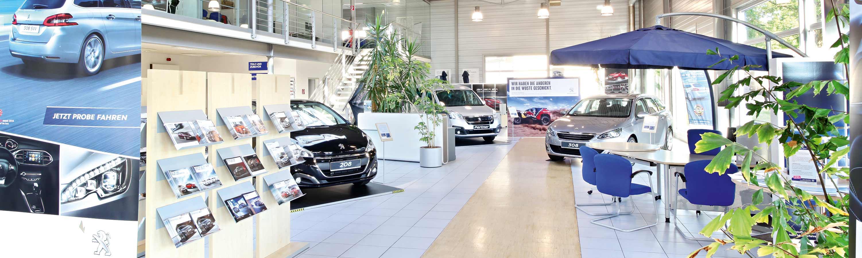 Ausstellungsraum in Fürstenfeldbruck mit Peugeot Neuwagen. Fahrzeugmarkt mit großer Auswahl.