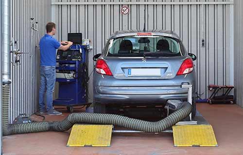 Jeden Dienstag und Donnerstag Hauptuntersuchung nach §29 durch amtlichen TÜV oder Dekra Sachverständigen im Autohaus Eiselt