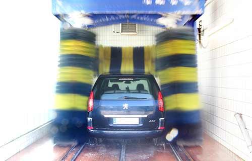 Waschanlage mit lackschonenden Spezialbürsten im Autohaus Eiselt FFB