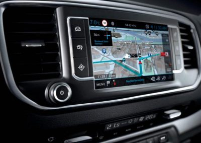 peugeot-traveller-navigationssystem