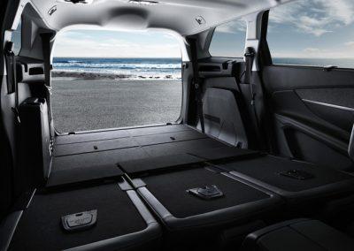 der neue Peugeot 5008 von innen mit umgeklappten Sitzen
