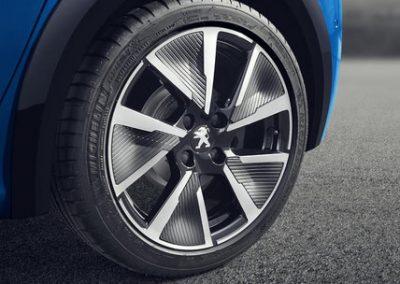 der-neue-peugeot-e-208-17-zoll-aluminiumfelgen.515427.6